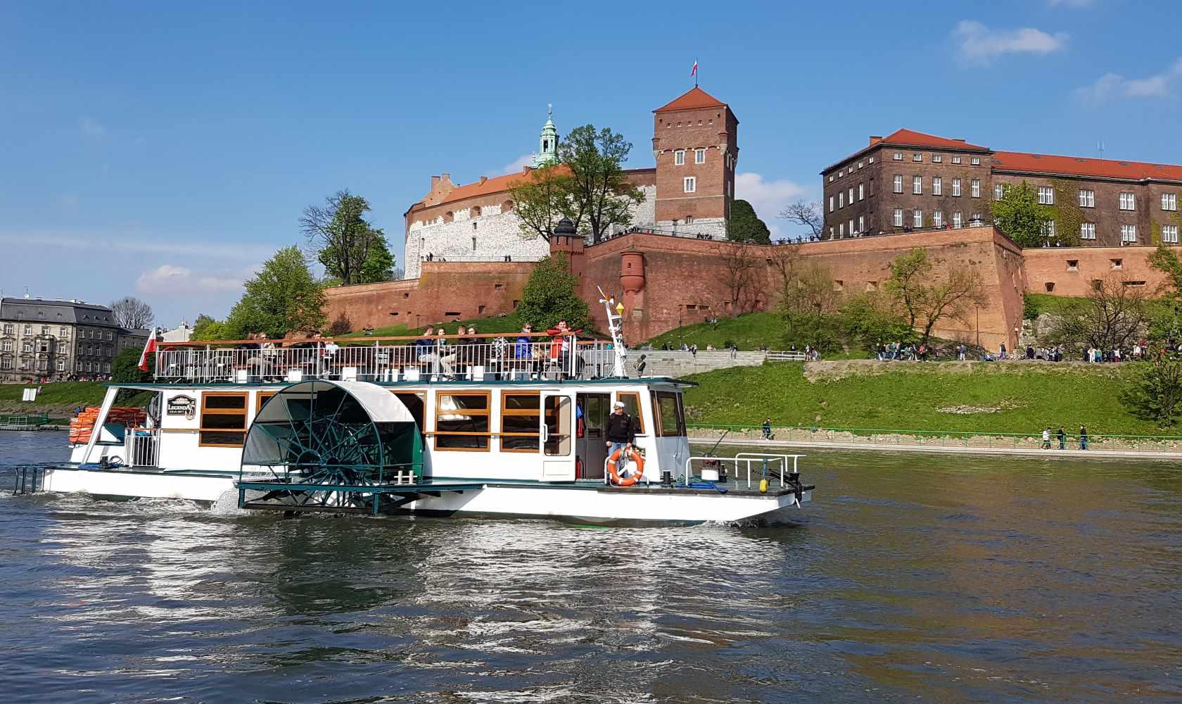 Rejs statkiem gondolą lub katamaranem po Wiśle w Krakowie